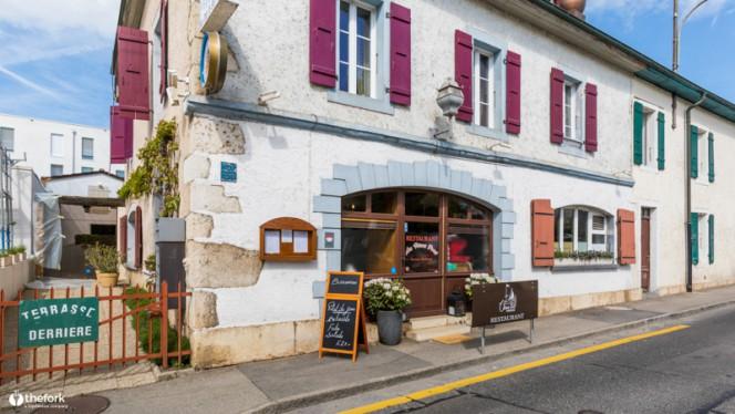 Façade - Restaurant Du Vieux Port - Les Successeurs de Jolidon, Versoix