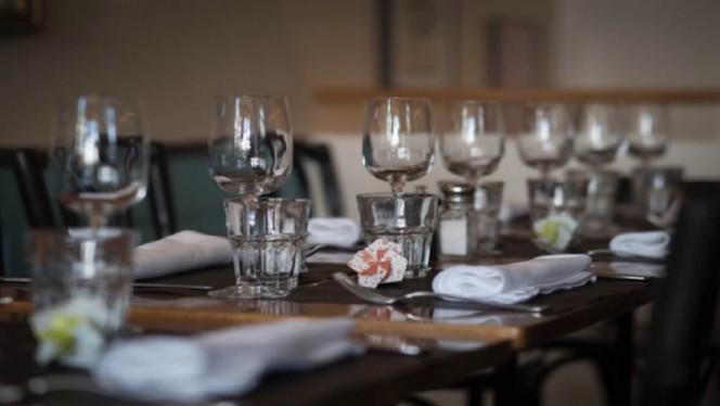 Détail de la table - Café du Tessin, Carouge