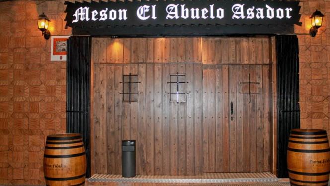 Porton de Entrada - Mesón El Abuelo, Igualada