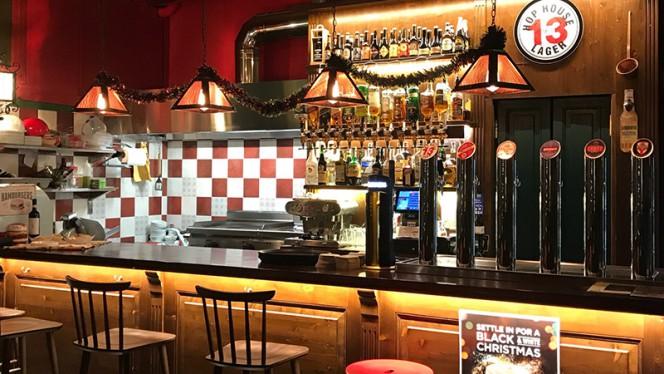 Il bancone - The Florence Irish Pub, Firenze