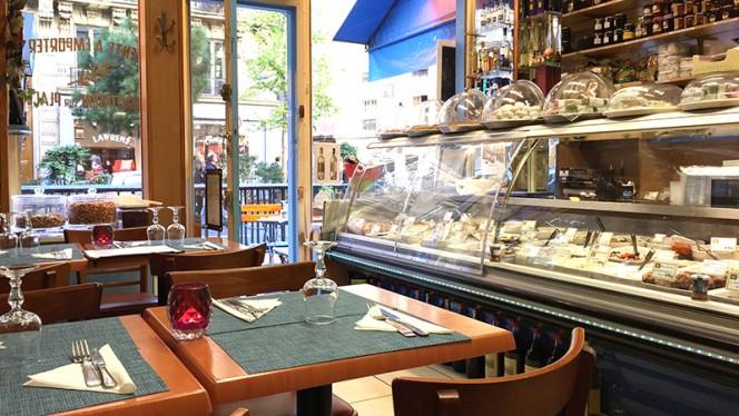 Vue de la salle - Produits de Grèce, Paris