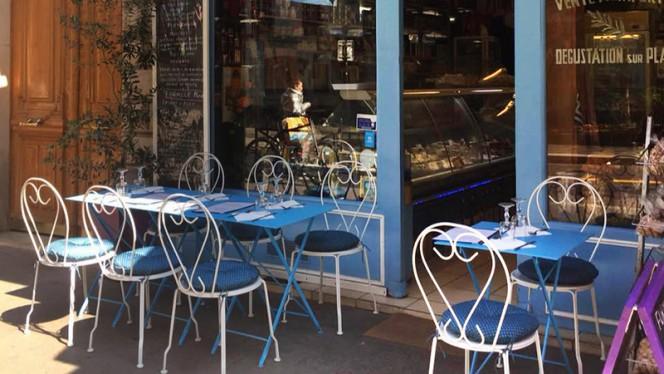Vue de la terrasse - Produits de Grèce, Paris