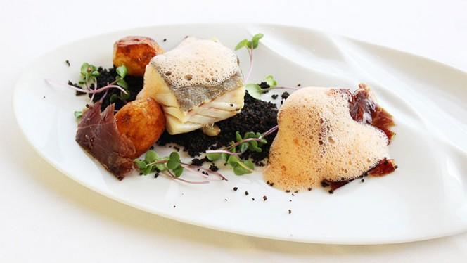 Bacalhau com Broa Negra, Batatas Salteadas, Presunto Pata Negro e Ar de Tomate - Via Graça, Lisbon