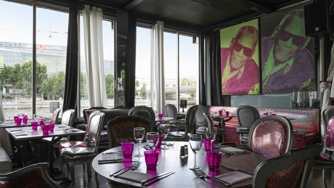 Vue de la salle - Café Barge, Paris