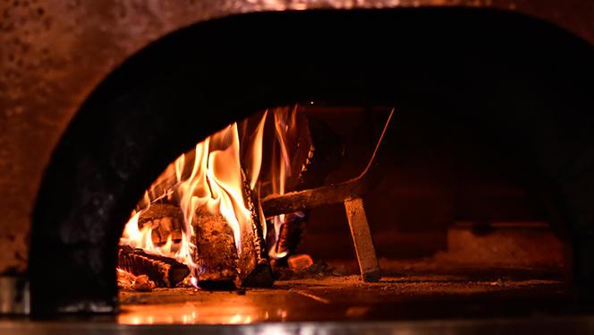Il forno a legna per la pizza - Dogana, Milan