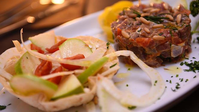 Tartar di tonno con insalata di finocchi, pinoli e mela verde - Dogana, Milan