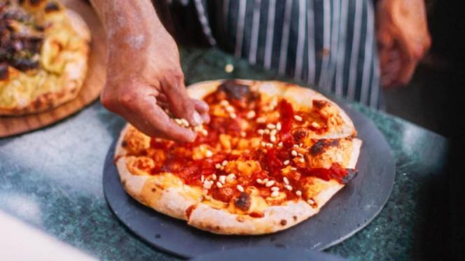 Pizza op maandag en dinsdag - Mediamatic ETEN, Amsterdam