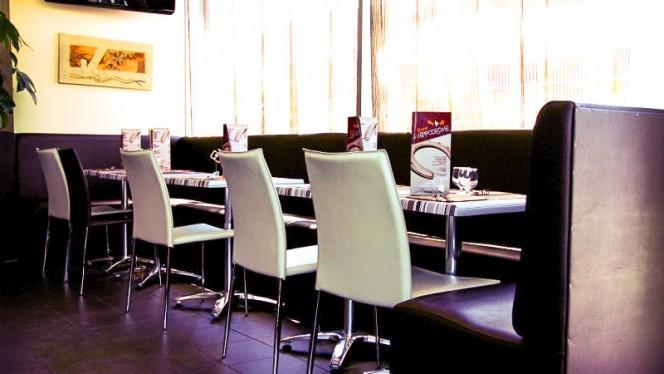 table dréssee - Bistrot de l'Hippodrome, Vaulx-en-Velin