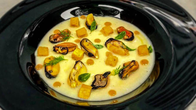 Cozze su crema di cavolfiore e cecina fritta - Pescheria Bistrot Fish Corner, Cusano Milanino