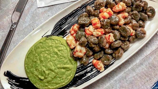 Gnocchetti di patate al nero di seppia con crema di piselli e gamberoni - Pescheria Bistrot Fish Corner, Cusano Milanino