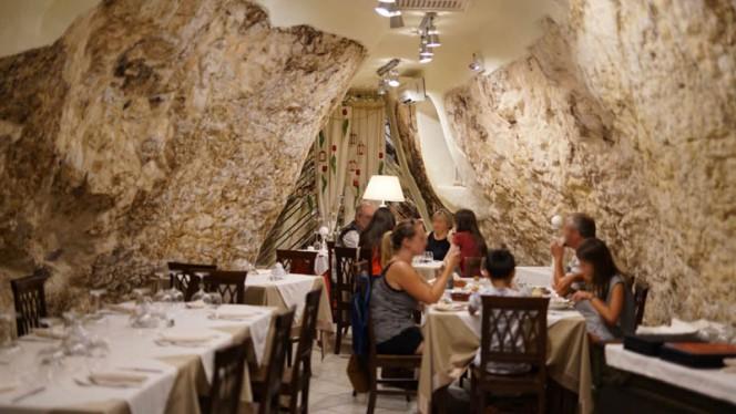 Grotta sotterranea (sala interna) - La Reggia di Ostuni, Ostuni
