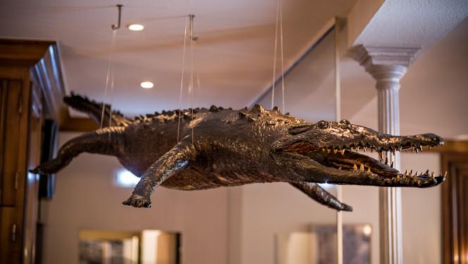 Décoration crocodile - Au Crocodile, Strasbourg