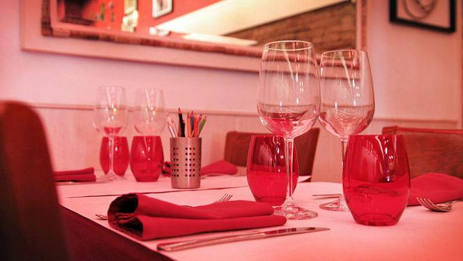 Elementos decorativos rojos - L'Osteria del Contadino, Barcelona