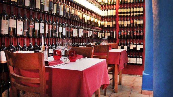 Salita con botellas de vino - L'Osteria del Contadino, Barcelona