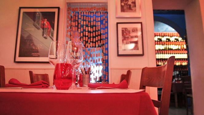 Vista mesa y pequeña sala - L'Osteria del Contadino, Barcelona