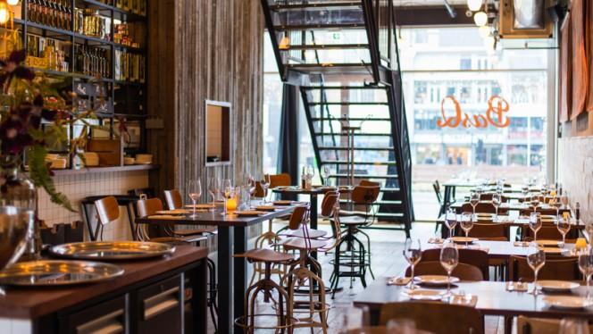 Begane grond met open bar/ keuken - BasQ kitchen Markthal Rotterdam, Rotterdam