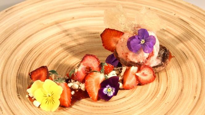 Dessert med hjemmelavet is - Brasserie og restaurant NO76 ApS, Aalborg