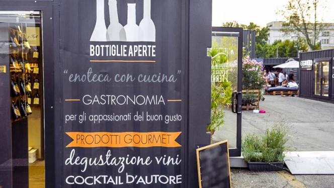 esterno - I Territori di Bottiglie Aperte, Milan