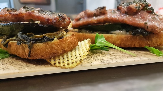 Le bruschette di zucchine friarielli e luganiga con salsa chimichurri - La Busecca Grill, Milan