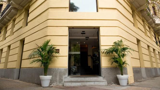 Vista entrada - Asador Imanol Felipe II, Madrid