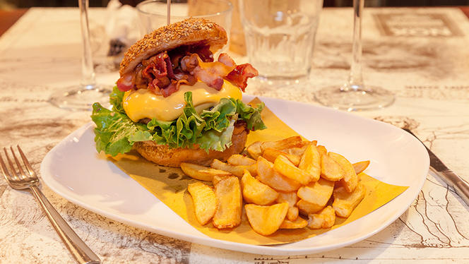 Bacon Burger con patatine - Nox ristorante steak house, Milan