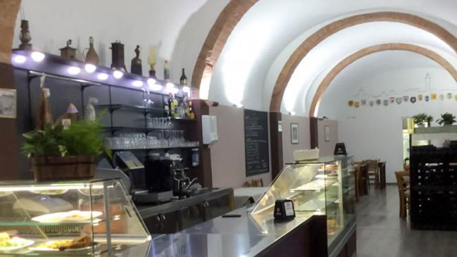 Veduta dell interno - Osteria Della Badia Nuova, Siena