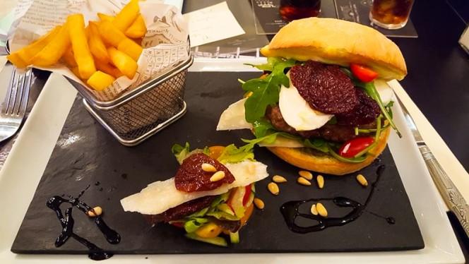 Nos burgers - Kombi Bar, Brussels
