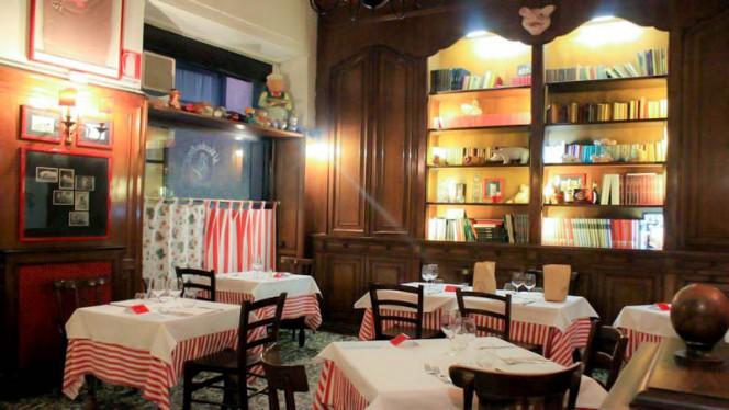 Veduta dell interno - Al Vecchio Porco, Milano