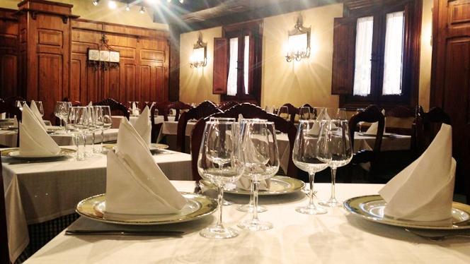 Detalle mesa - Asador Nuevo Porche, Madrid