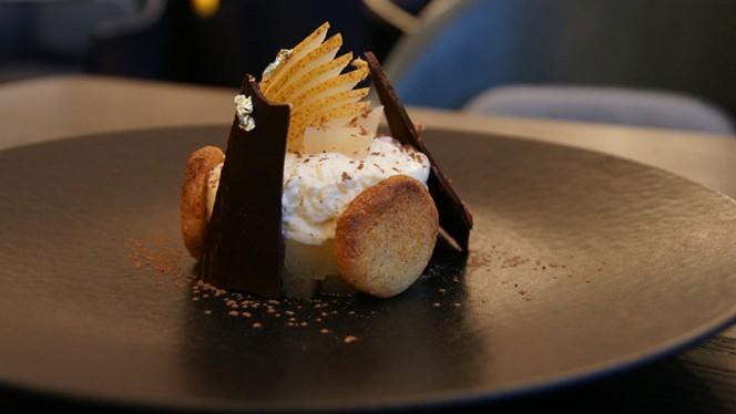 Ricotta, poire confite et chocolat - Arthur's, Genève