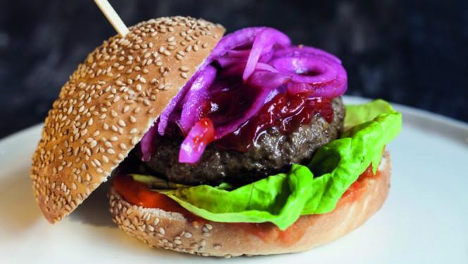 Biologische hamburger - Eetkamer Everydays, Zwolle