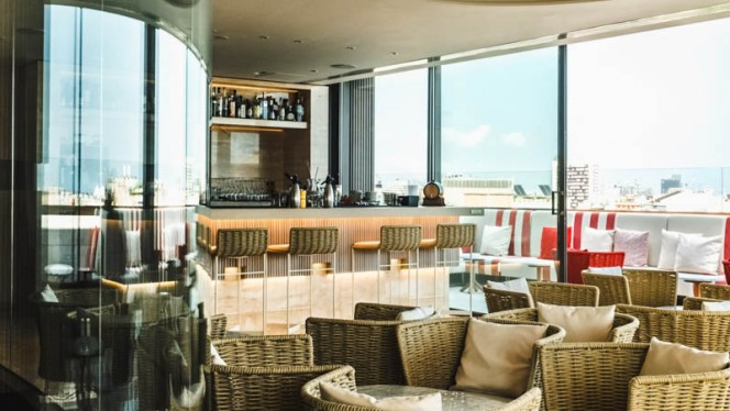 Vista sala - Azimuth Rooftop Terrace and Lounge, Barcelona