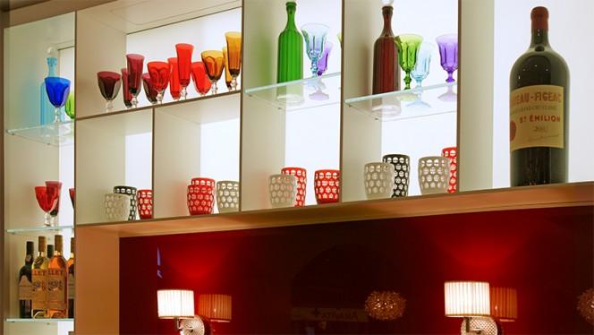 déco côté bar - Wine & Beef Fusterie, Genève
