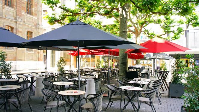 terrasse sur la Place Fusterie - Wine & Beef Fusterie, Genève