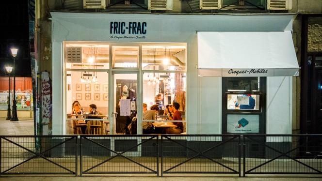 Façade - Fric-Frac, Paris