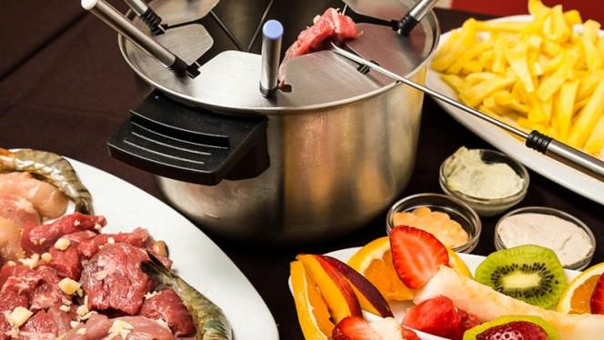 Fond you de carnes mistas com gambas - Restaurante Catita, Lisboa