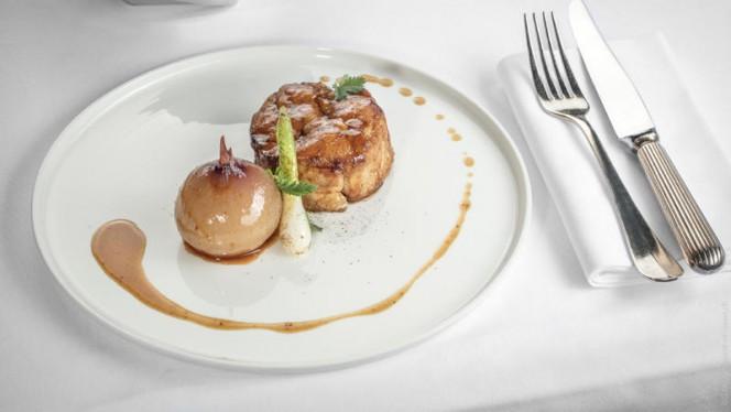 Ris de veau croustillant, espuma de pommes de terre, Oignon de Roscoff confit au jus de viande - Tiffany, Genève