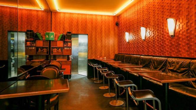 Vue de la salle - Café Charlotte, Paris