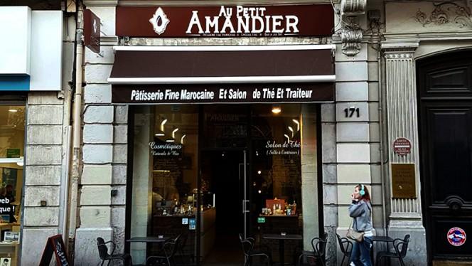 Devanture - Au Petit Amandier, Marseille