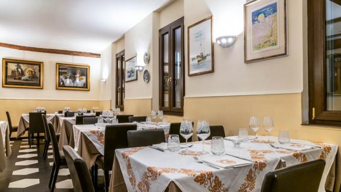 Veduta dell interno - Osteria 3 Leoni, Bologna