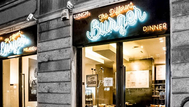 esterno - Different Burger, Milan