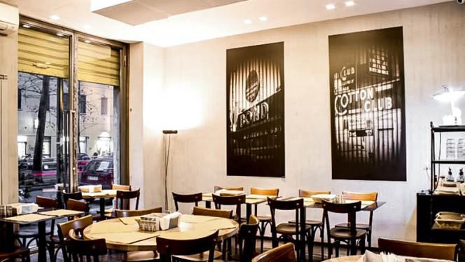 sala - Different Burger, Milan
