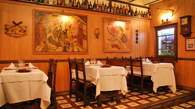 Botellas y pinturas - Pamplona, Barcelona