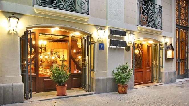 Fachada de noche - Pamplona, Barcelona