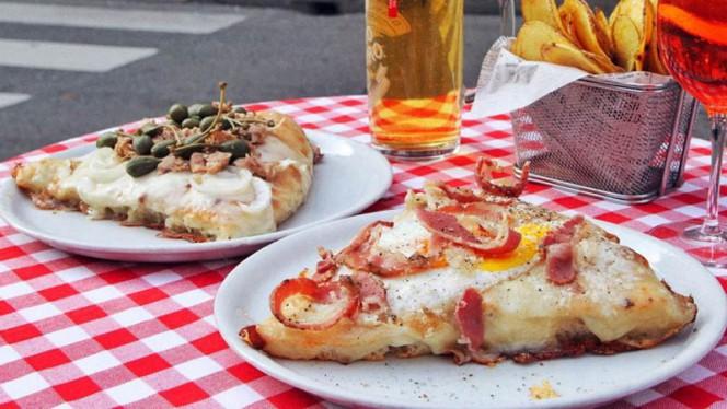 Aperitivo con Pizza Carbonara, Pizza TOnnara, Chips, Birra e Spritz - Little Italy Borsieri, Milan