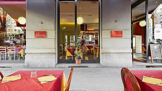 Esterno - Donna Titina, Milano