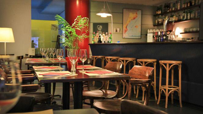 mesas y barra - Vía Fora, Barcelona