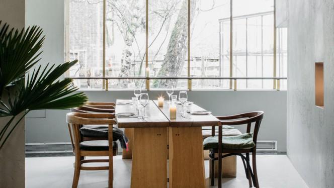 Deze nissen voor gezelschappen tussen de 6 en 12 personen, zijn perfect voor een (zakelijk) gesprek of een viering met lunch of diner. - Restaurant As, Amsterdam