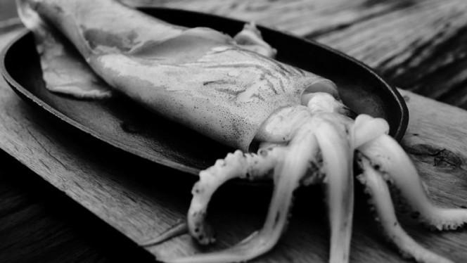 Onze vis komt uit Urk en Den Oever, van dagboten die het in het Noordzeegebied vissen, op de Wadden of op de Schelde. - Restaurant As, Amsterdam