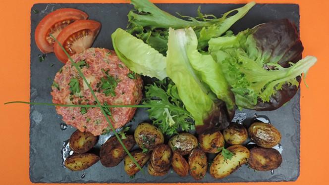 Tartare de boeuf charolais préparé et pommes de terres rôties - Bémol 5 Live Jazz Bar and Food, Lyon
